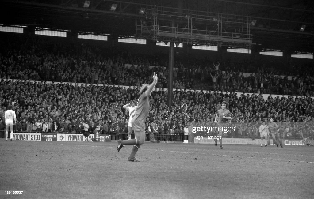 Clive Walker of Chelsea celebrates during the Division 2 match between Crystal Palace and Chelsea at Selhurst Park on April 12,1982 in London,England. Chelsea won the match 1-0.