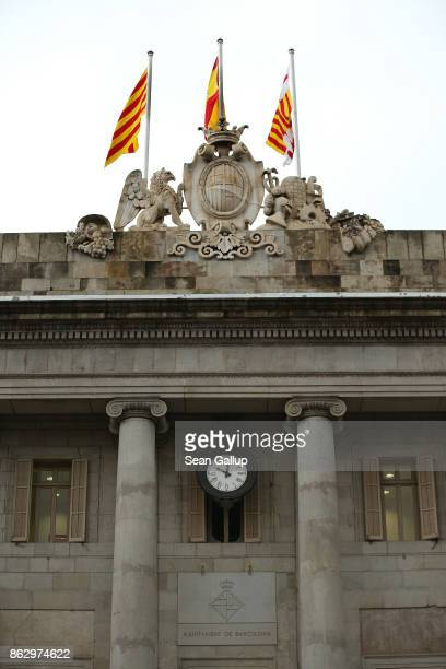 A clock on City Hall of Barcelona shows shortly after 10am on October 19 2017 in Barcelona Spain Catalonia's regional president Carles Puigdemont let...