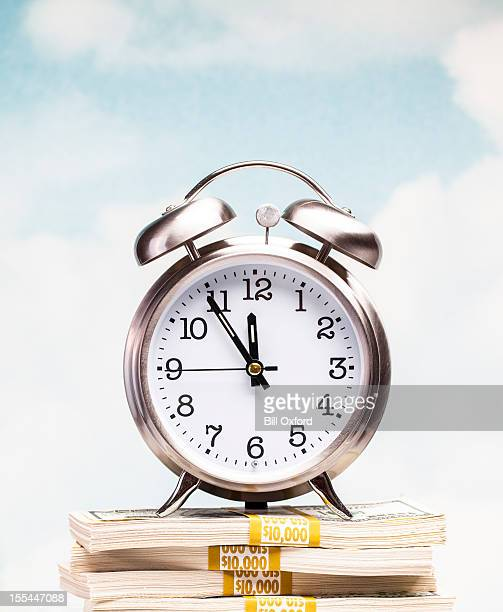 Uhr auf Geld