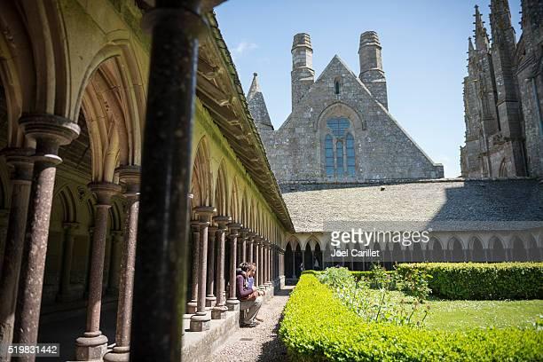 Cloître de l'abbaye du Mont Saint-Michel en Normandie, France
