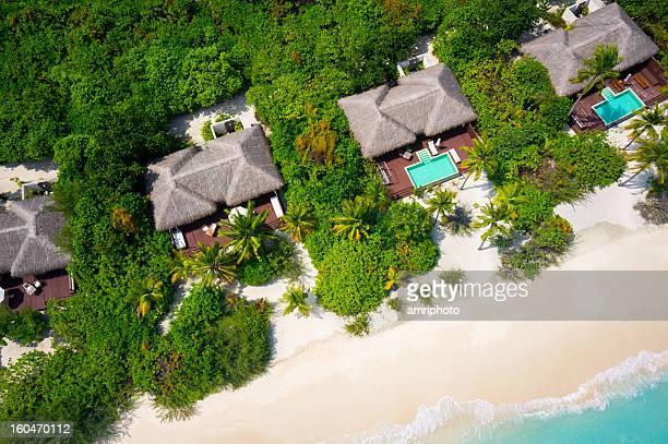 Chiudi Veduta aerea dell'isola tropicale di Ville