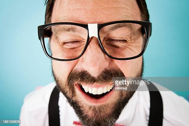 Nahaufnahme Farbe Bild von naiv Guy mit Fotolächeln