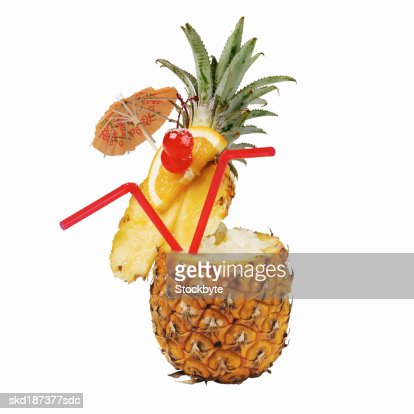 Close up of a cocktail in a pineapple : Foto stock