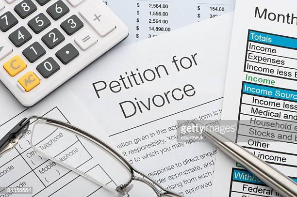 Nahaufnahme von einem Antrag auf Scheidung