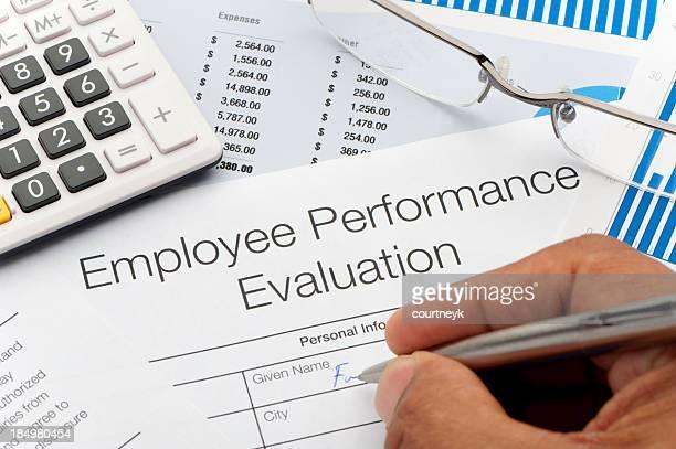 Close-up de um trabalhador formulário de avaliação de desempenho