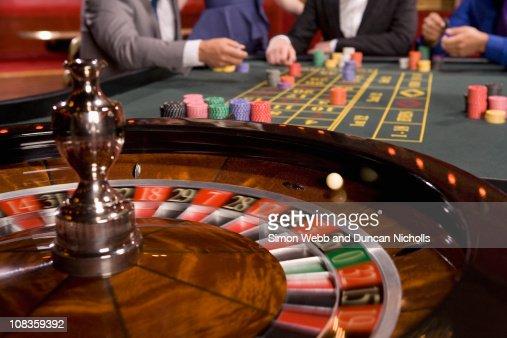 rasporyaditel-pri-ruletke-v-kazino