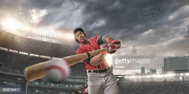 Gros plan de balle frapper de Joueur de Baseball
