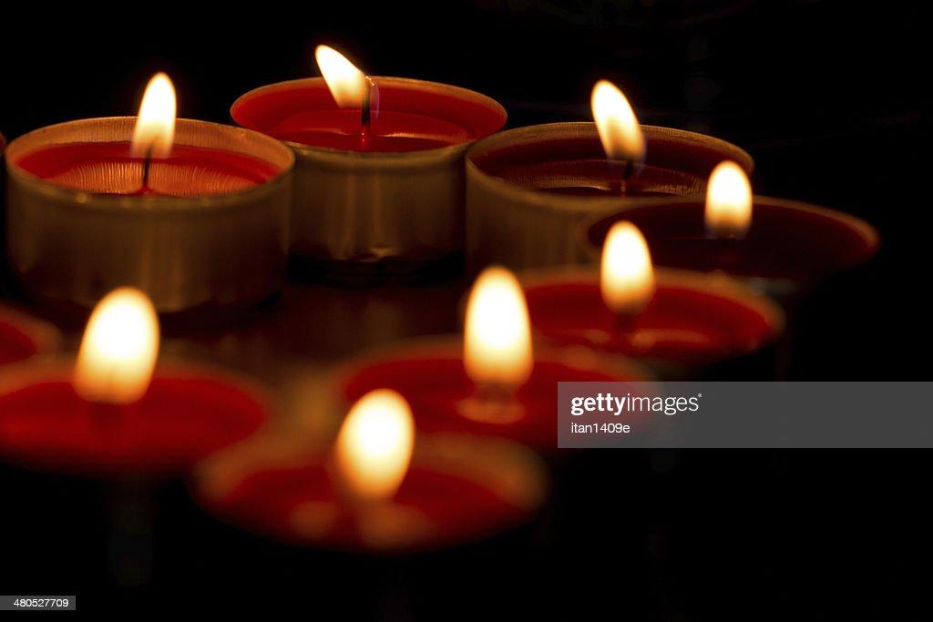 Nahaufnahme von Kerzen in form von Herzen : Stock-Foto