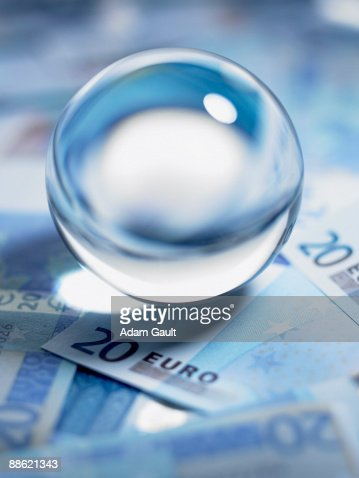 Close up of crystal ball on 20 euro notes : Stockfoto