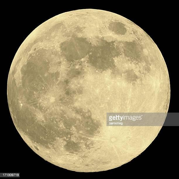 Plano aproximado da lua cheia sobre fundo preto