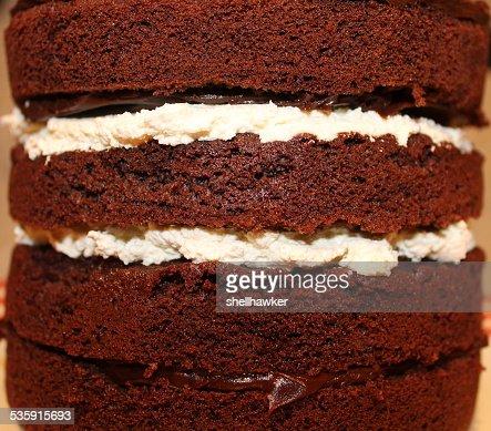 Close up of Chocolate pastel casero con crema y ganache : Foto de stock