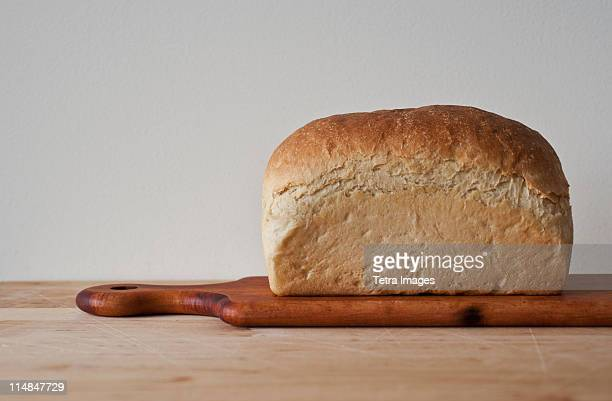 Close up of loaf of bread on cutting board