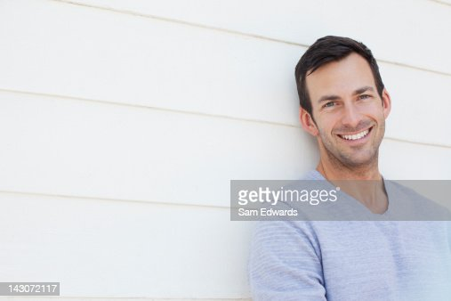 Primo piano del volto di un uomo sorridente