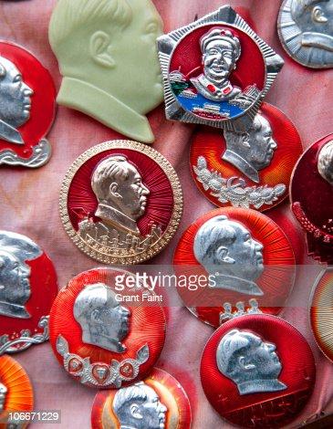 Close up of Mao souvenirs : Stock Photo