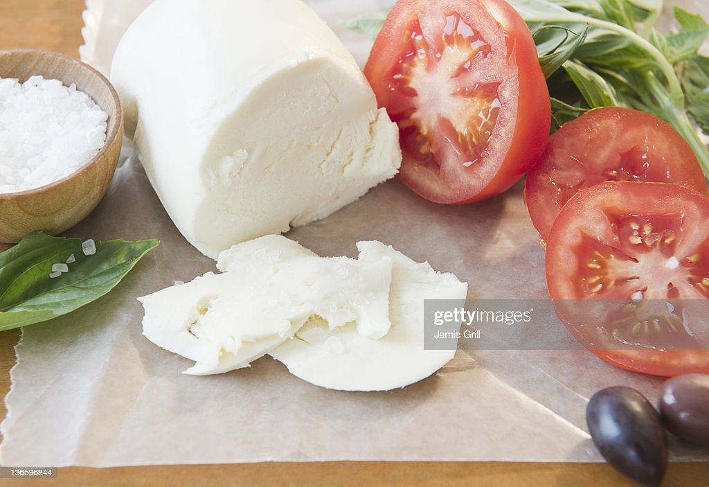 Close up of mozzarella an tomatoes
