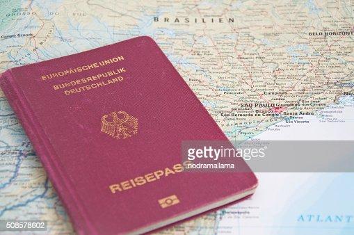 Nahaufnahme des Reisepasses und Karte von Brasilien. : Stock-Foto