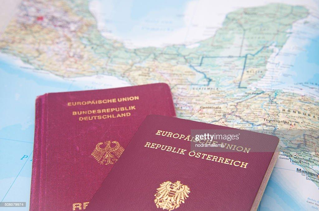 Nahaufnahme des Reisepasses und Karte von Mittelamerika. : Stock-Foto