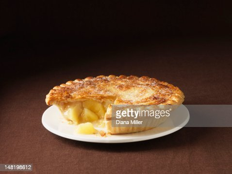 Close up of plate of apple pie