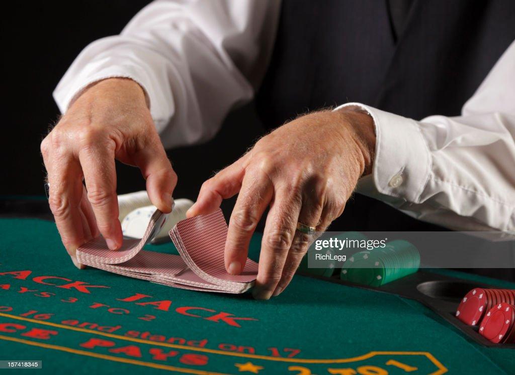 Gros plan des mains d'un joueur de Poker : Photo