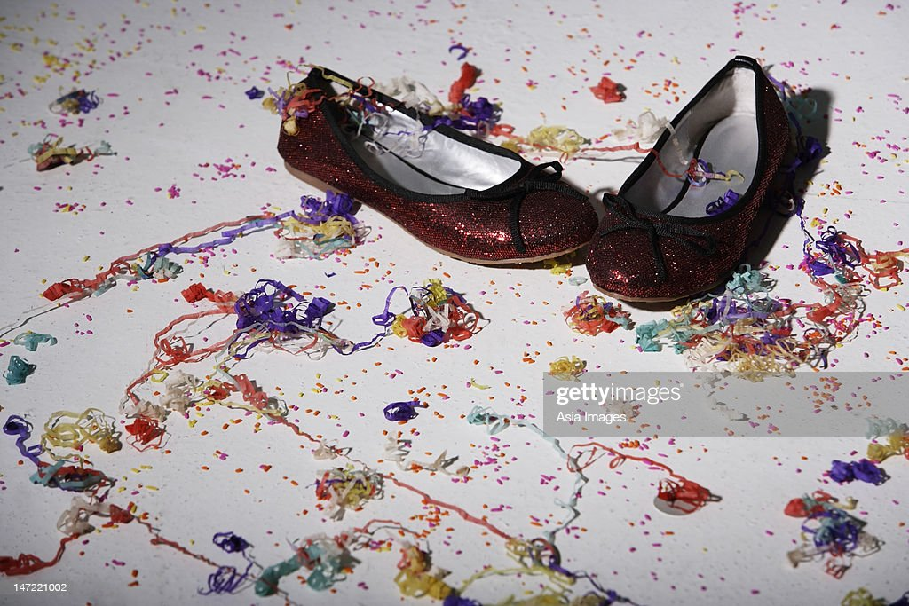 confetti shoes Shop for your next pair of confetti shoes on zazzle order some of our printed zipz shoes, or slip your feet into a pair of our flip flops shop now.