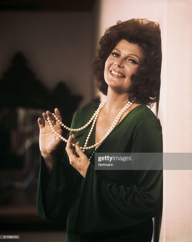 Close up of <a gi-track='captionPersonalityLinkClicked' href=/galleries/search?phrase=Rita+Hayworth&family=editorial&specificpeople=70013 ng-click='$event.stopPropagation()'>Rita Hayworth</a>, smiling.