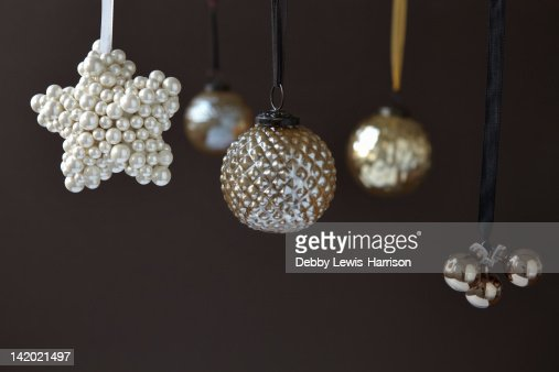Close up of silver Christmas ornaments : Stockfoto
