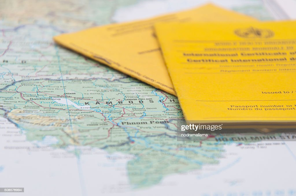 Close Up of Vaccination Certificate and world map. : Stockfoto