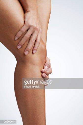 Close up of woman having knee pain : Foto de stock