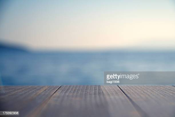 木製の埠頭のクローズアップ