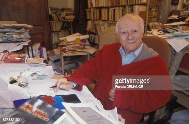 Close up Paul Guth ecrivain et academicien chez lui a Paris le 10 octobre 1992 a Paris France