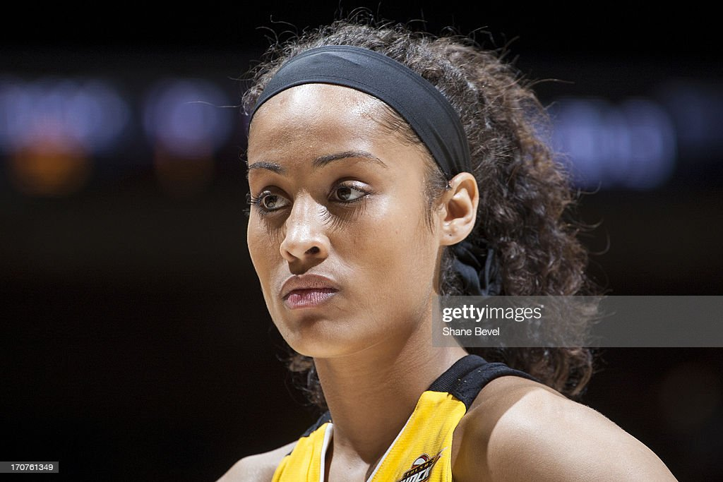 A close up shot of <a gi-track='captionPersonalityLinkClicked' href=/galleries/search?phrase=Skylar+Diggins&family=editorial&specificpeople=5791961 ng-click='$event.stopPropagation()'>Skylar Diggins</a> #4 of the Tulsa Shock during the WNBA game against the Minnesota Lynx on June 14, 2013 at the BOK Center in Tulsa, Oklahoma.