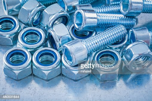 Close up view of threaded construction nuts and screw bolts : Stockfoto