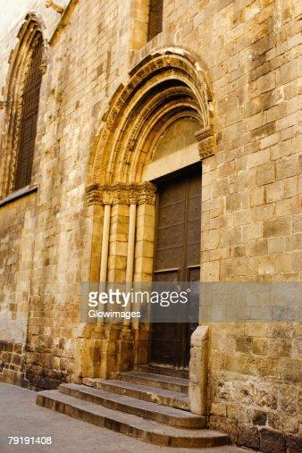 Closed door of a house, Barcelona, Spain : Foto de stock