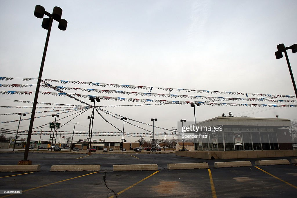 A closed General Motors dealership is seen December 16 2008 in Warren Michigan The Bush administration is vowing to support shortterm government help...