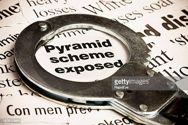 Geschlossen handcuff auf die Überschrift: pyramid Programm Sichtbarer