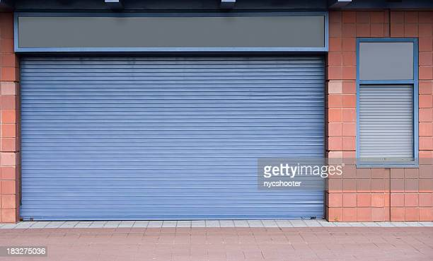 Closed rolling steel doors