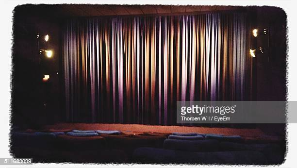 Closed stage curtain