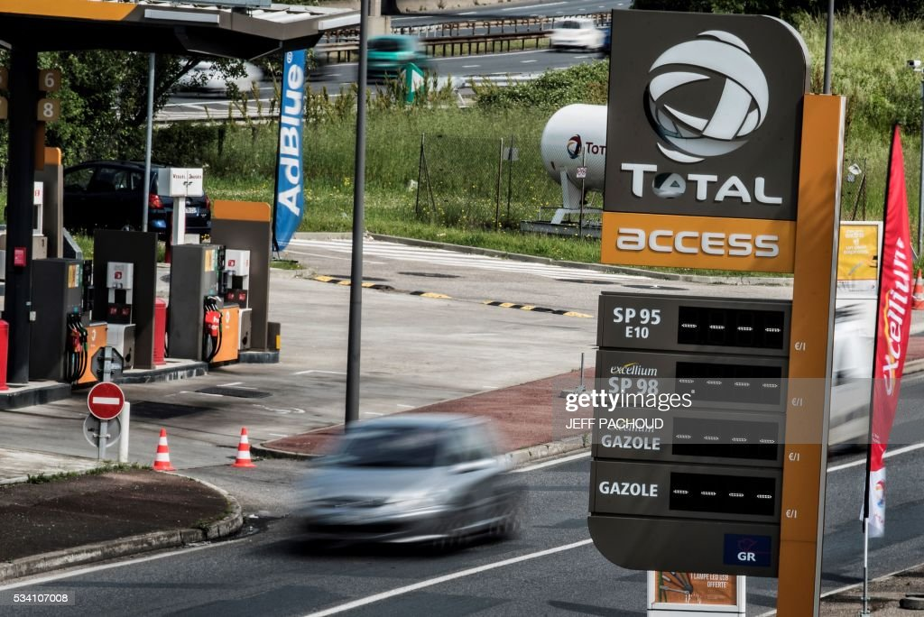 A closed Total gas station is pictured near a Total refinery of Feyzin, central eastern Frace, on May 25, 2016, as the station failed to receive deliveries due to blockades at oil depots as part of protests against proposed labour and employment law reforms. in Tinteniac, western France on May 20, 2016, as the station failed to receive deliveries due to blockades at oil depots as part of protests against proposed labour and employment law reforms. / AFP / JEFF
