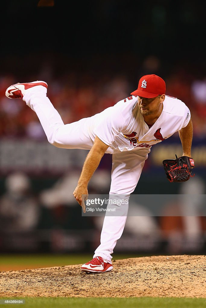 Closer Trevor Rosenthal #44 of the St. Louis Cardinals pitches against the San Francisco Giants in the ninth inning at Busch Stadium on August 17, 2015 in St. Louis, Missouri.