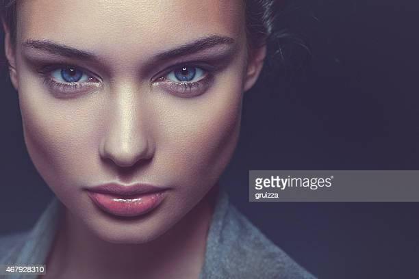 Close-up Schönheit Porträt eines zuversichtlich, schöne brunette Frau