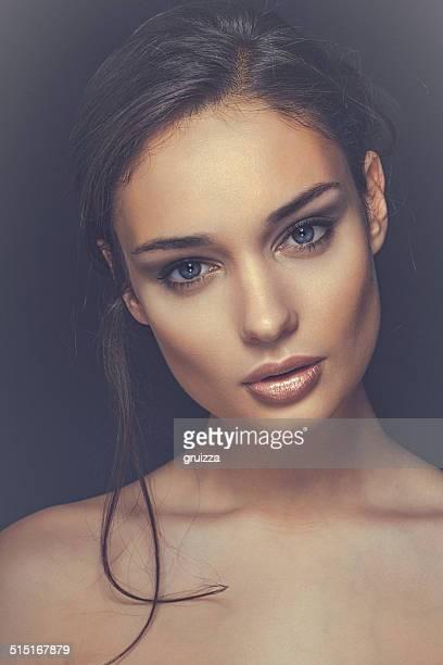 Close-up Schönheit Porträt ein Lächeln, schöne brunette Frau