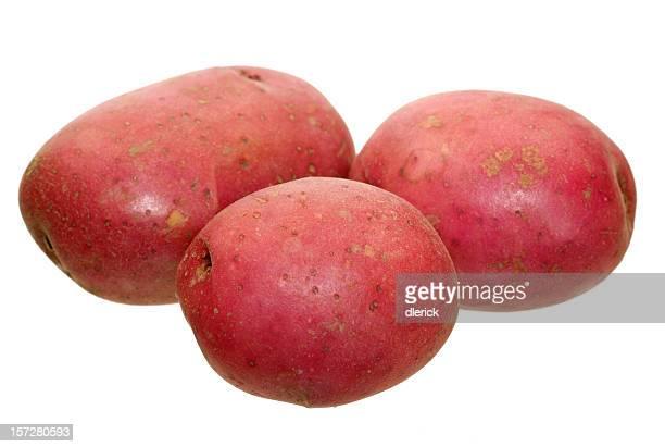 Gros plan image de trois pommes de terre rouge