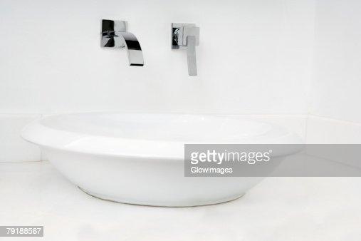 Close-up of a bathroom sink : Foto de stock