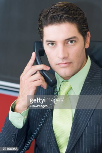 Close-up of a businessman talking on the telephone : Foto de stock