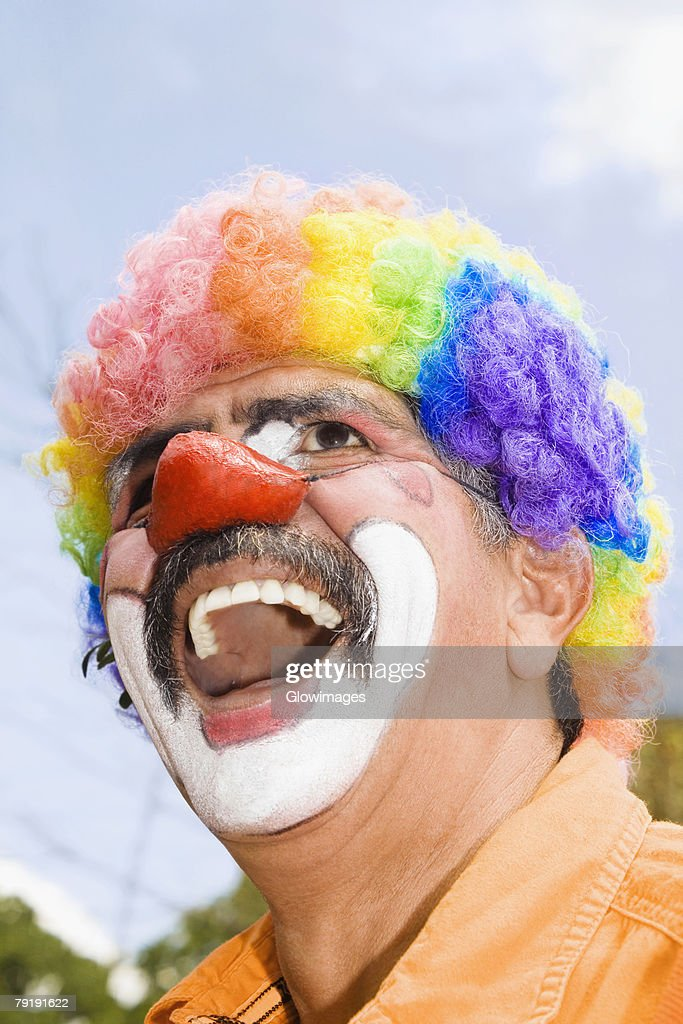 Close-up of a circus clown with a red nose and laughing : Foto de stock