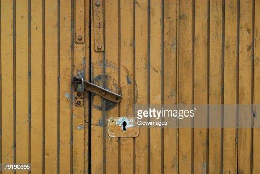 Close-up of a closed door : Foto de stock