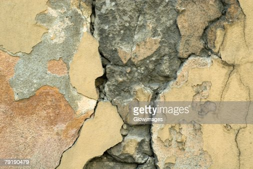 Close-up of a cracked wall : Foto de stock