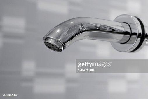Close-up of a faucet in the bathroom : Foto de stock