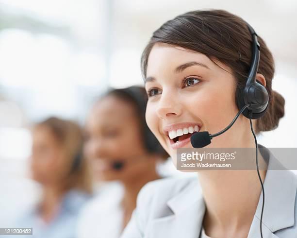 Nahaufnahme eines weiblichen Mitarbeiter des Kundenservice