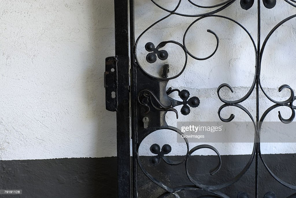 Close-up of a gate : Foto de stock
